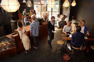 Чем отличается кафе от кофейни и кафетерия?