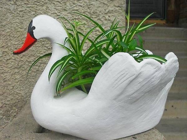 Бабушка научила меня делать красивых садовых лебедей!