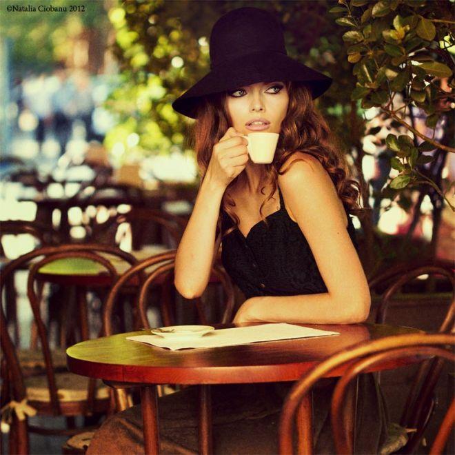 Картинки по запроÑу девушка в кафе