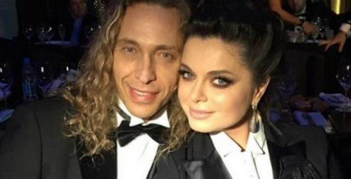 43-летняя Наташа Королева со своим мужем дала жару на вечеринке. В каких нарядах появилась звездная чета?