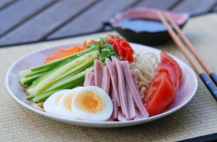 Невероятно вкусный японский салат.  Фото: mycooktes.ru.