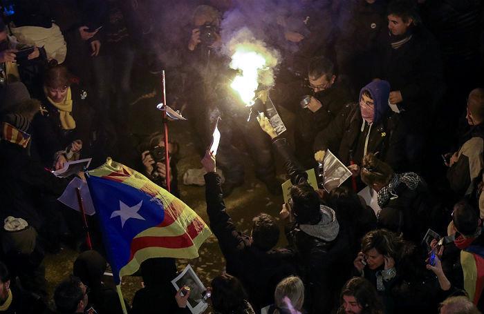Беспорядки в Барселоне: за что выступают рассерженные каталонцы?