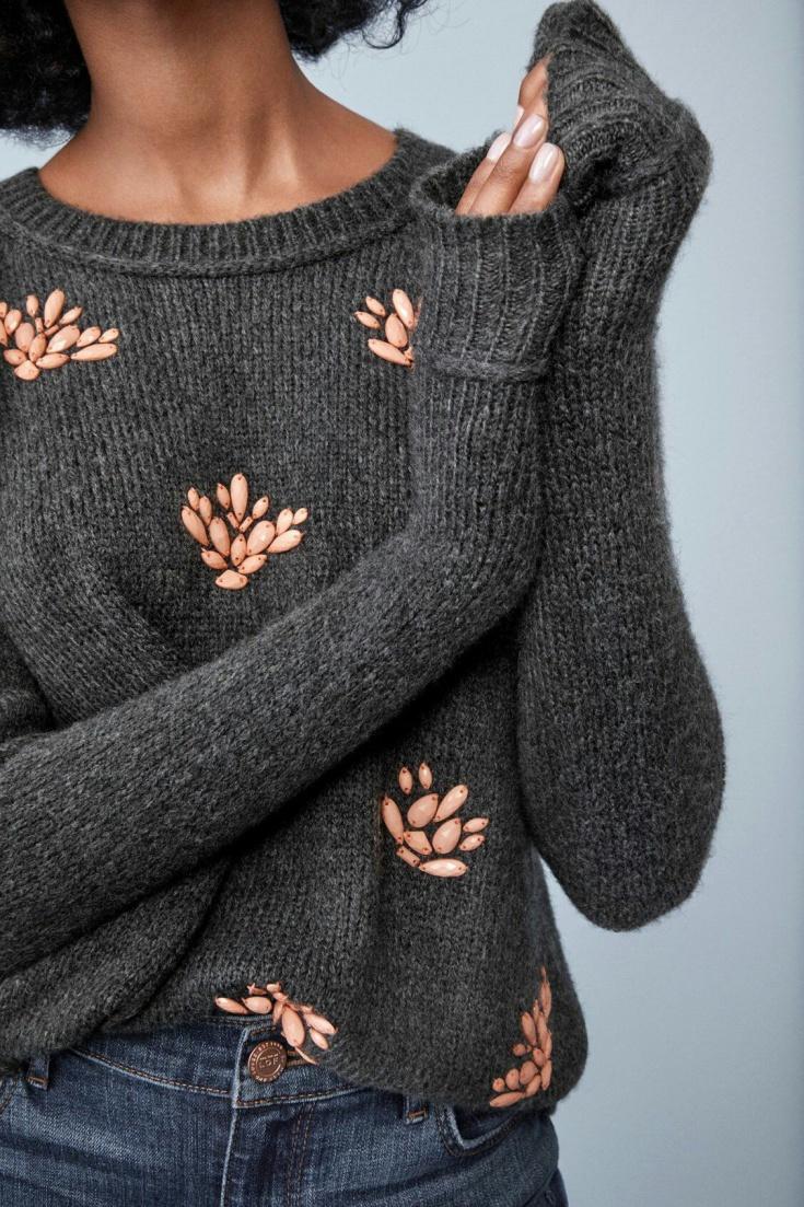 Очень красиво расшитый свитер