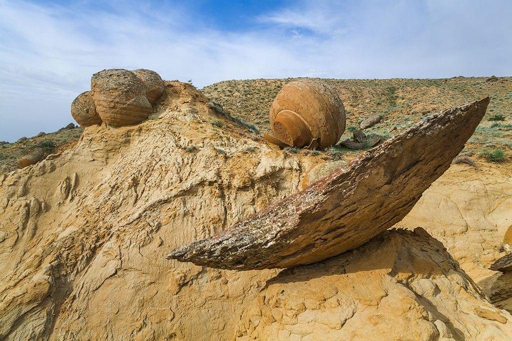 Таинственная долина шаров в Казахстане