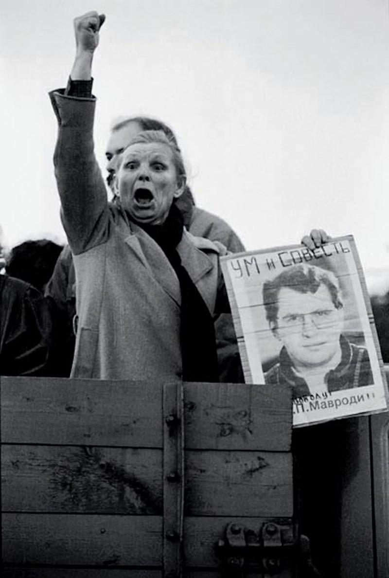 Женщина на митинге в поддержку арестованного Сергея Мавроди, 1994 год. было, история, фото