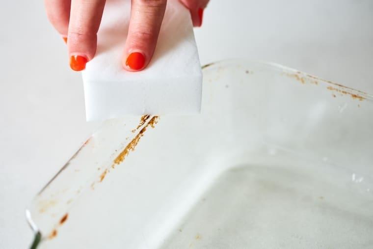 Как удалить пригоревшие пятна со стеклянной посуды за 1 минуту
