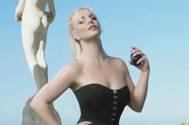 Бритни Спирс снялась в рекламе своего парфюма звезды в рекламе, бритни спирс