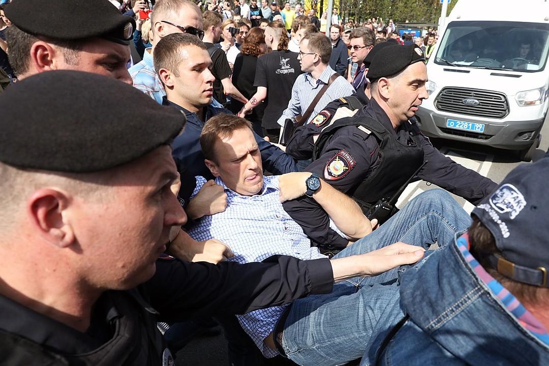 Гнилая молодежь бросила Навального