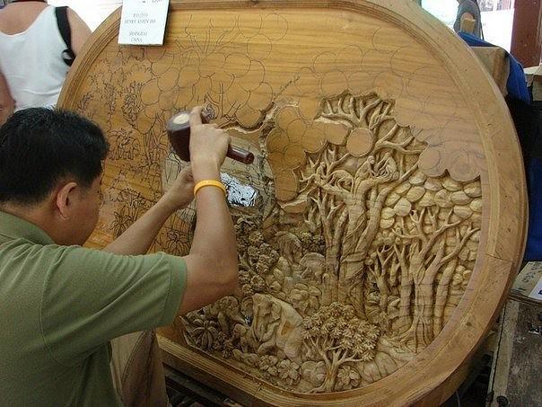 Удивительная резьба по дереву. Кропотливый труд и невероятный результат.
