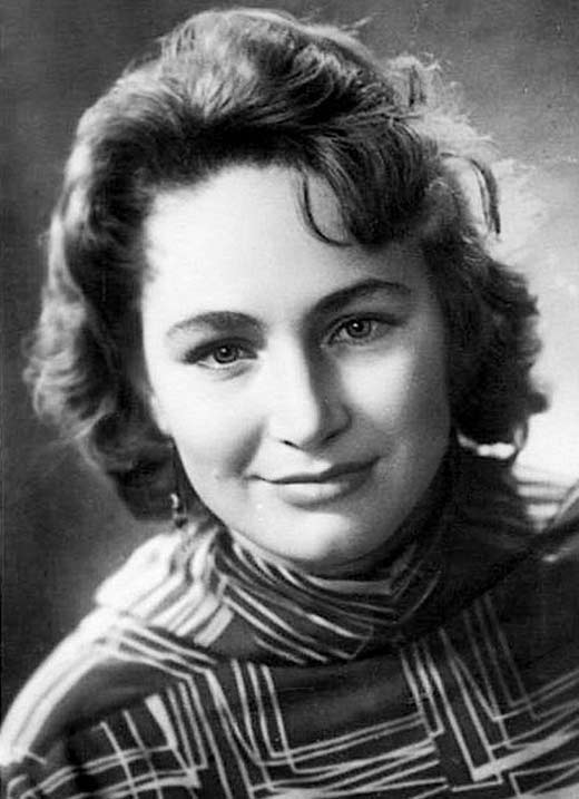 Как выглядела в юности несравненная Людмила Хитяева, и как расцветала ее пышная красота история кино,кино,киноактеры,моровой кинематограф,отечественные фильмы,художественное кино