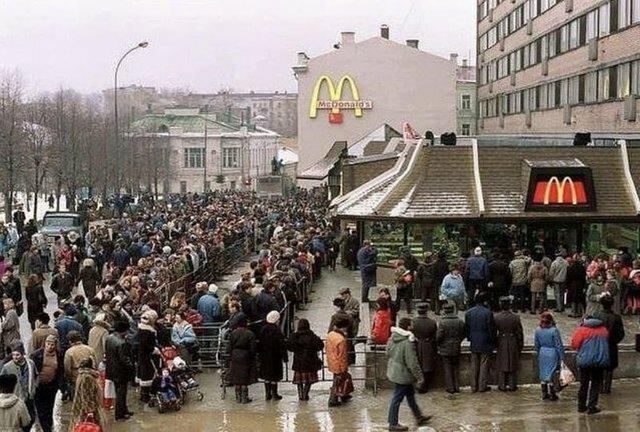 22. Открытие первого McDonalds в Москве, 1990 архив, исторические фото, фото, фото из прошлого