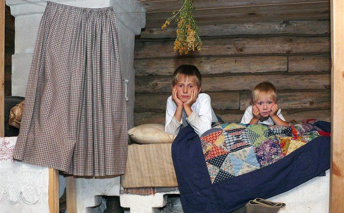 Под подушку ребенку клали ножницы, если он беспокойно спал / Фото: ethnomir.ru