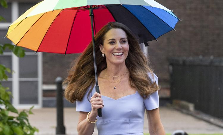 Дождь не помеха: Кейт Миддлтон отметила запуск своего нового фонда в Лондоне