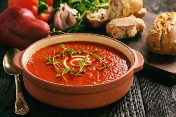 5 холодных супов, которые спасут от жажды и голода в разгар жары кастрюлю, вкусу, После, свежая, минут, нарезать, Добавить, мелко, однородной, массы, тарелкам, кипения, перцем, приготовления•, вымыть, Затем, Петрушка, оливковое, Отправить, добавить