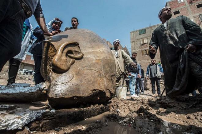 Экскаватор археологов наткнулся на целый старинный город Рамзеса, земли, археологам, сделать, одной, изпод, монумент, фрагменты, раскопки, Египта, Древнего, Восьмиметровый, правителя, наиболее, значительных, находок, последнего, десятилетияКроме, дальнейшие, позволили