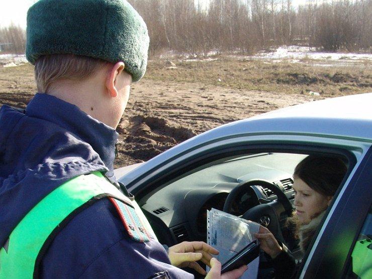 Что делать, если сотрудник ГИБДД забрал документы и не отдает авто и мото