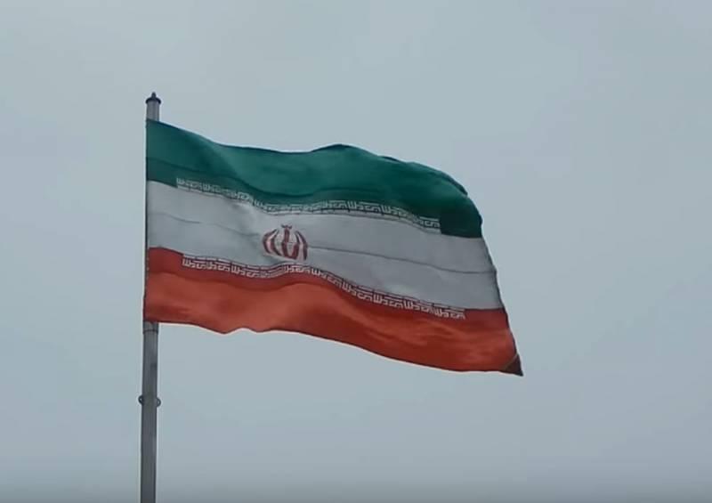 СМИ: Иранцы бегут из страны в преддверии удара США