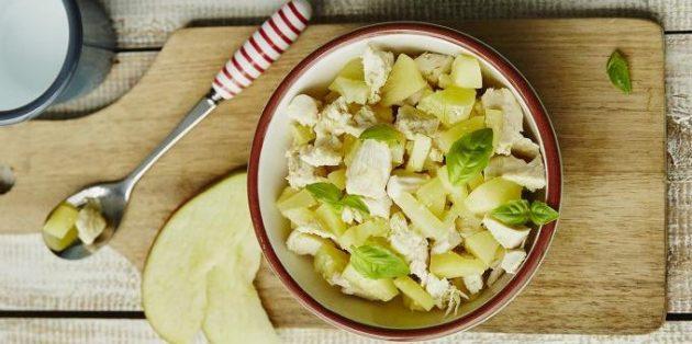 Рецепты с яблоками: Салат с яблоком и курицей