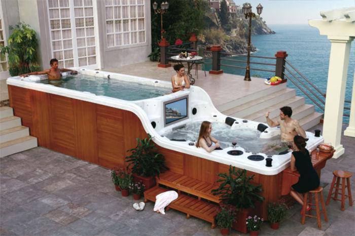 Роскошная ванна на открытом воздухе.