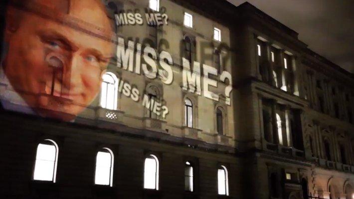 """""""Мэй и Бориса уже откачали?"""": световую проекцию с Путиным на здании МИД Великобритании назвали """"новейшим оружием России"""""""