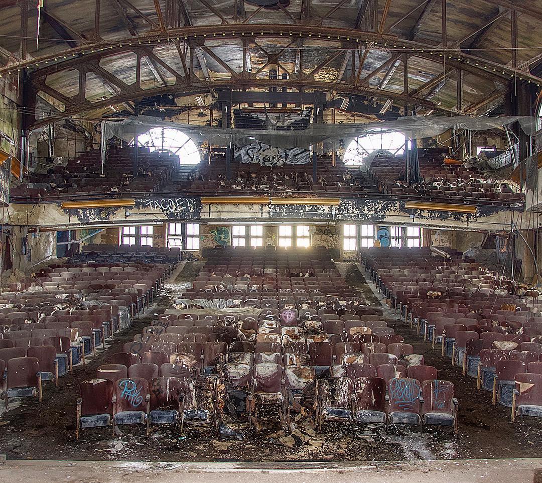 Заброшенная Америка: завораживающие фотографии Эндрю Вуда