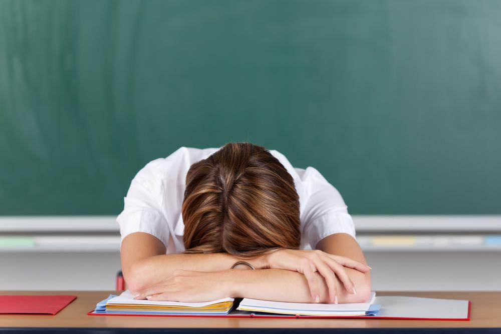 Учитель должен сам зарабортать свой авторитет! Мнение отца, а Вы согласны?