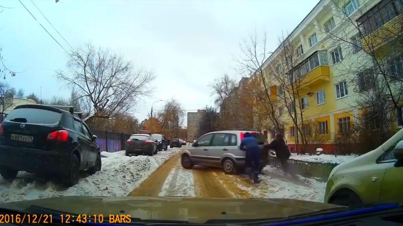 Русские в беде не бросают