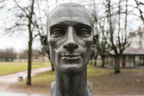 Памятник жертве режЫма Павленскому