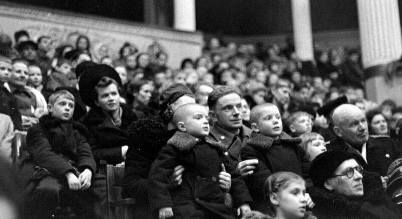10. Зрители в цирке на Цветном бульваре, Москва, 1947 год архив, исторические фото, фото, фото из прошлого