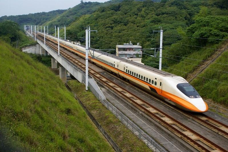 Новый суперскоростной поезд из Шанхая в Пекин
