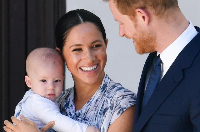 Инсайдер рассказал, как сын принца Гарри и Меган Маркл называет дедушку Монархии