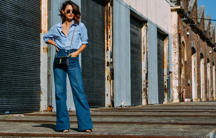 Как носить джинсы клёш: простые подсказки