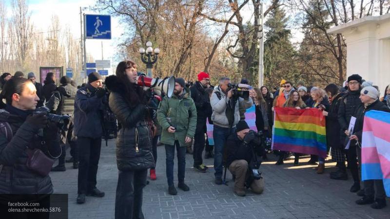 Двое пострадали во время попытки провести в Киеве марш в поддержку трансгендеров