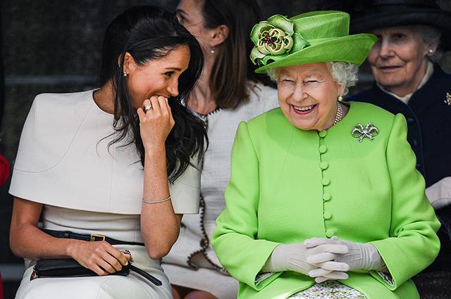 Отношения между Меган Маркл и королевой Елизаветой II стали напряженными из-за отца герцогини Сассекской