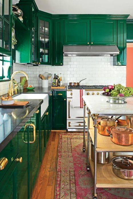 Зелёный с золотом для ценителей классики.