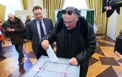 Депардье в Париже проголосовал на выборах российского президента
