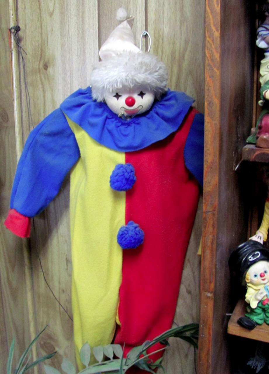 Мотель клоунов, где сны всегда сладкие, как сахарная вата