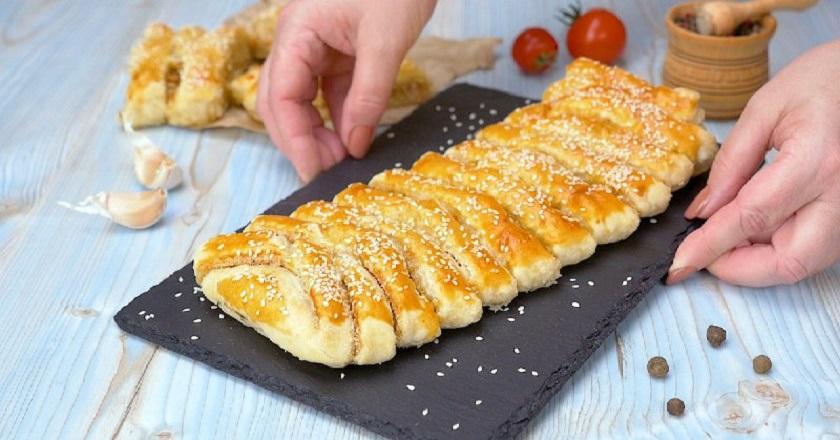 Слоеный пирог с квашеной капустой: просто, быстро и очень вкусно
