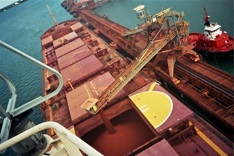 настоящее время, фотографии трюма морского грузового корабля акции