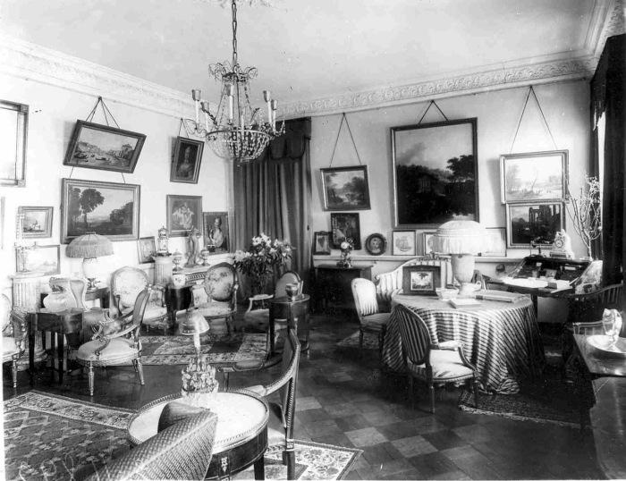 Почему в СССР зеркала, картины и фотографии вешали под углом и под самый потолок идеи для дома,интерьер и дизайн