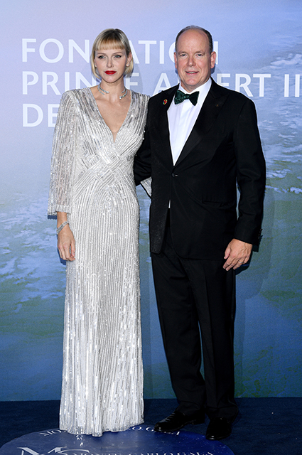 Кейт Бекинсейл, Сиенна Миллер, Джонни Депп, княгиня Шарлен и князь Альбер II на гала-вечере в Монако Красная дорожка