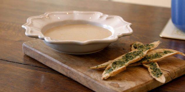 Крем-суп из свежих и сушёных белых грибов с тимьяном