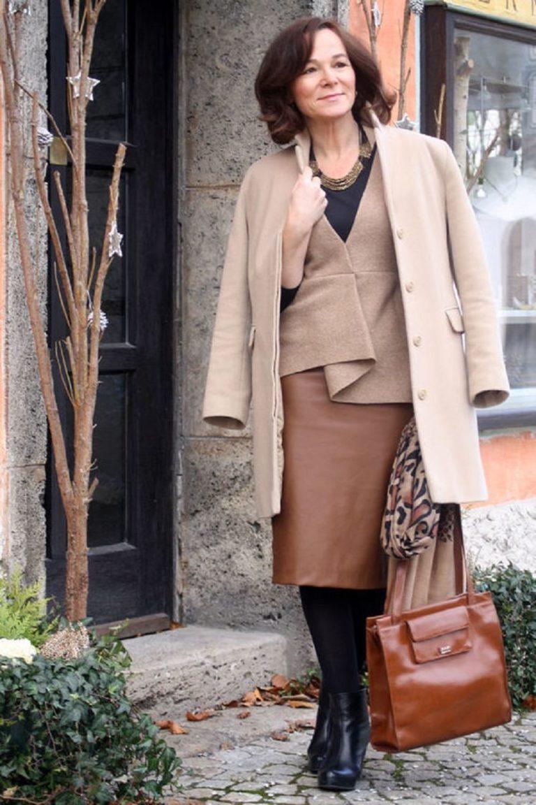 8 вещей для женщин 45+, которые в ближайшие 5 лет не выйдут из моды. Что советует Эвелина Хромченко