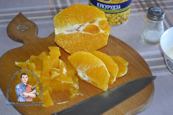 Салат с апельсином и крабовыми палочками