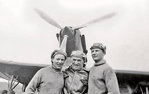 80-летию первого трансполярного перелёта и 120-летию со дня рождения Белякова А. В. посвящается