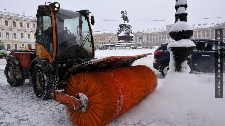 Песков прокомментировал субботник по уборке снега в Петербурге