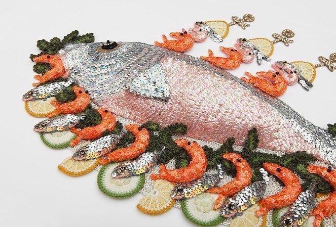 Художница вяжет крючком морепродукты, которые выглядят настолько реалистично, что их хочется попробовать