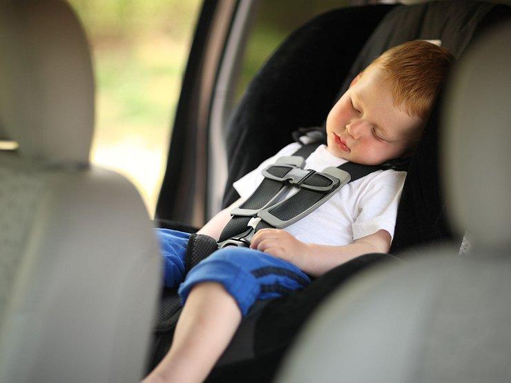 За оставленного в машине ребенка не оштрафуют и «прав» не лишат