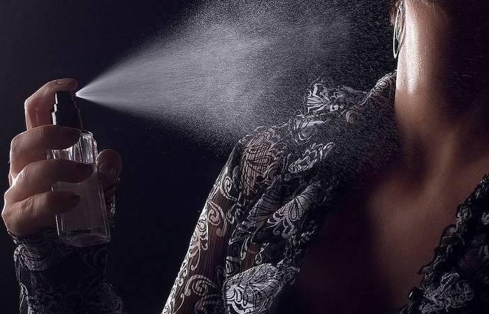 Куда и как следует «пшикать» духами, чтобы шлейф был длинным, а запах стойким