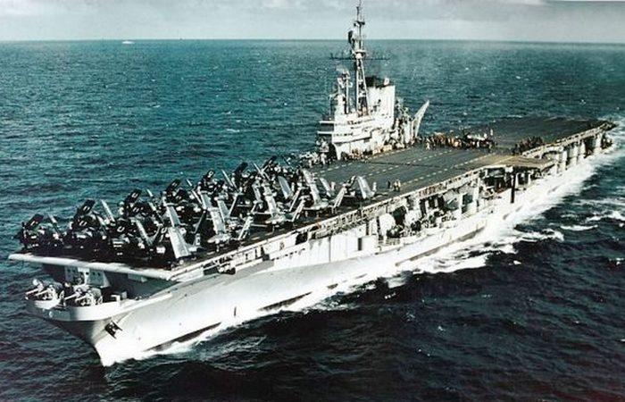 Авианосец «Midway».